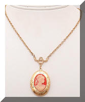 Vintage 1928 Cameo Golden Locket Necklace