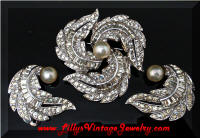 Vintage JOMAZ Rhinestones Pinwheel Feathers Brooch Earrings Set